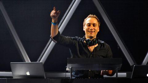 Paul van Dyk hinter seinem DJ-Pult