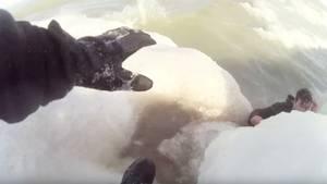 Lake Michigan: Tierliebe wird Mann fast zum Verhängnis – Hundefreund muss aus eiskaltem Wasser gerettet werden