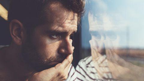 Liebeskummer: Trauriger Mann