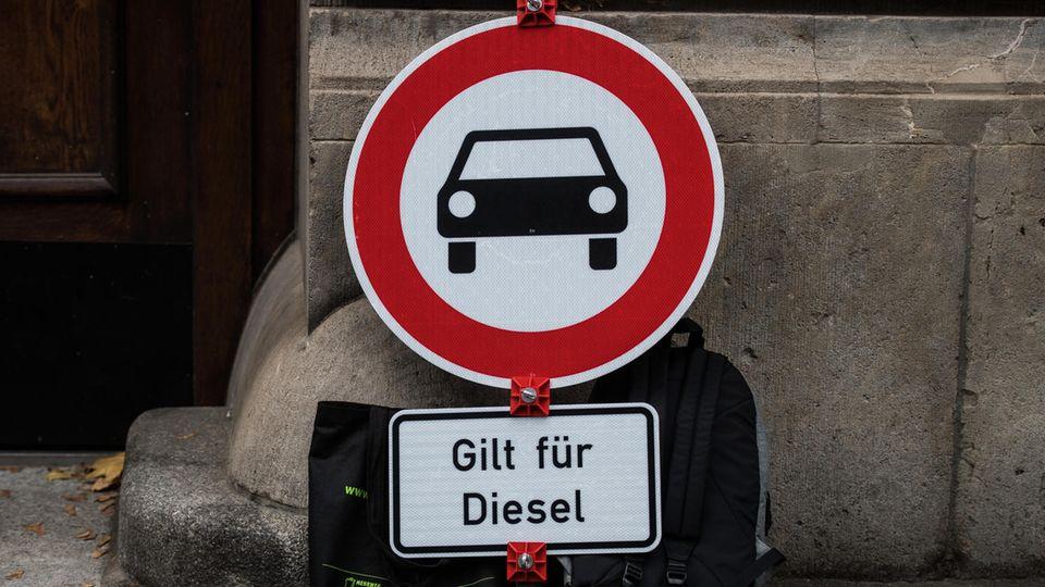 Die Luftverschmutzung vor allem aus Diesel-Abgasen bleibt in vielen deutschen Städten höher als erlaubt