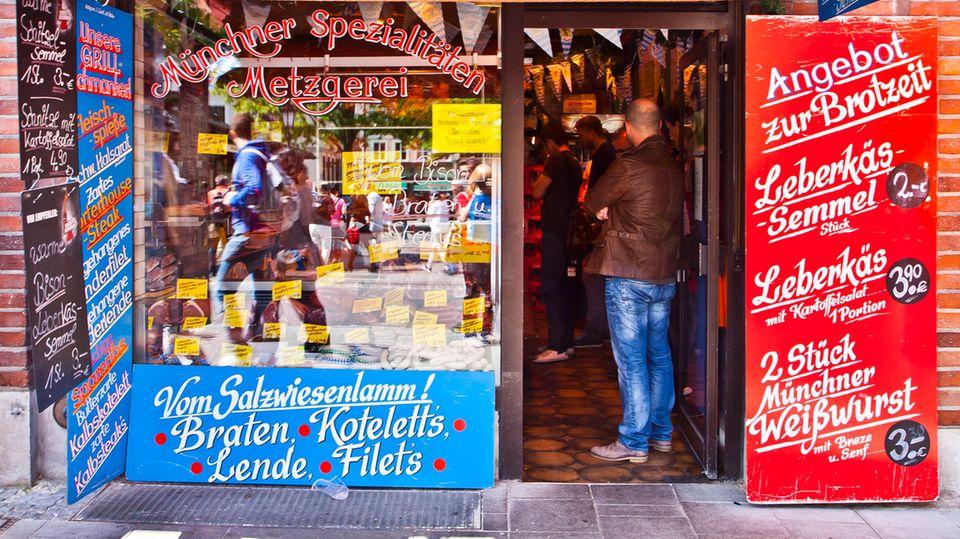 Blick ins Schaufenster eines bayrischen Metzgers