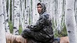 Michail ist 32 Jahre alt, wie alle Männer im Dorf ein Jäger. Und er dressiert Pferde. In den wärmeren Monaten trainiert er die jungen Tiere im Birkenwald am Rande des Dorfes.