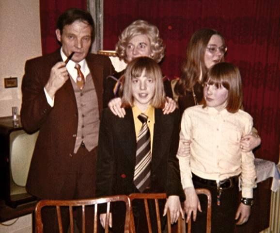 Konfirmation: stern-Autor Kester Schlenz (Mitte mit Matte) und Familie
