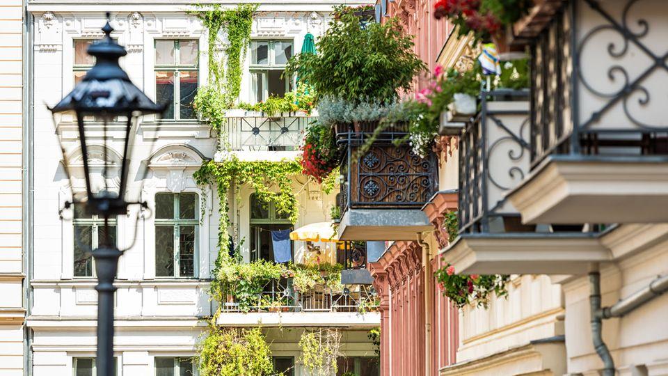 Solche Immobilien wie hier in Berlin sind inzwischen unbezahlbar. Wer hier wohnt muss in Zukunft eine höhere Grundsteuer bezahlen - auch als Mieter.