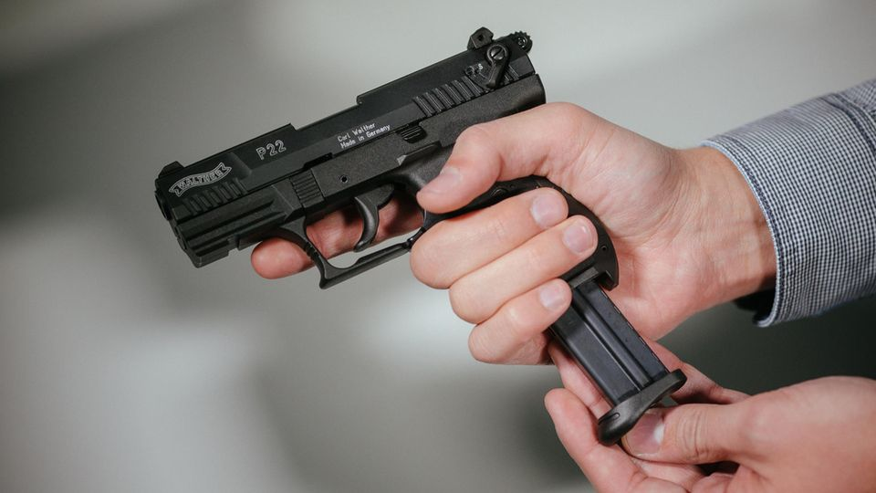 Die Schüsse in Wiesbaden kamen aus einer Schreckschuss-Waffe ähnlich dieser hier