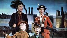 "Dick van Dyke und Julie Andrews in ""Mary Poppins"""