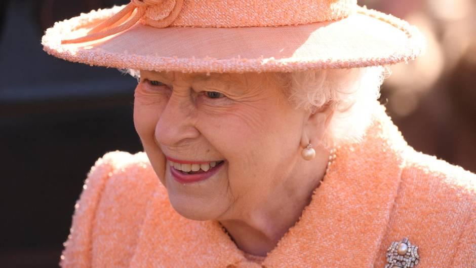 Queen Elizabeth II und die königliche Familie sind auf der Suche nach einem neuen Butler Trainee
