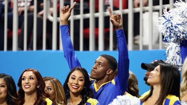 Quinton Peron und Napoleon Jinnies sind die ersten männlichen Cheerleader beim Superbowl.