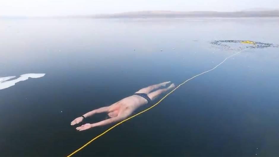 Tschechien: Mann taucht zweimal durch Miladasee – unter der Eisdecke