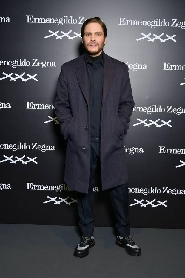 Daniel Brühl in seinen selbst gestalteten Schuhen