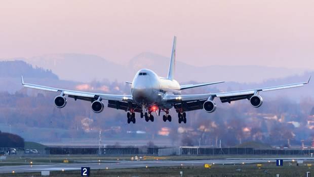 Eine Boeing 747-8 im Landeanflug