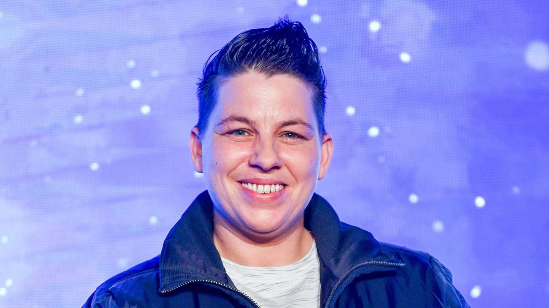 Sängerin Kerstin Ott lächelt in die Kamera