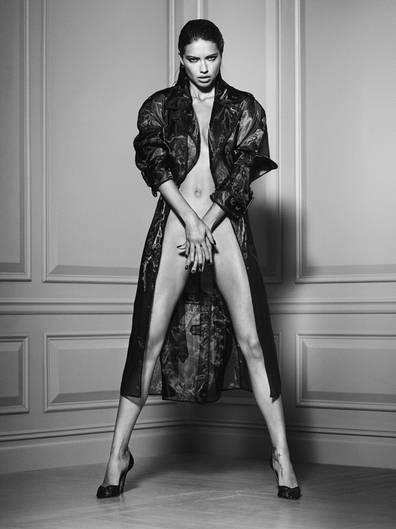 Victoria's Secret Model Adriana Lima posiert für Russell James