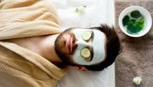 Mann mit Gesichtsmaske