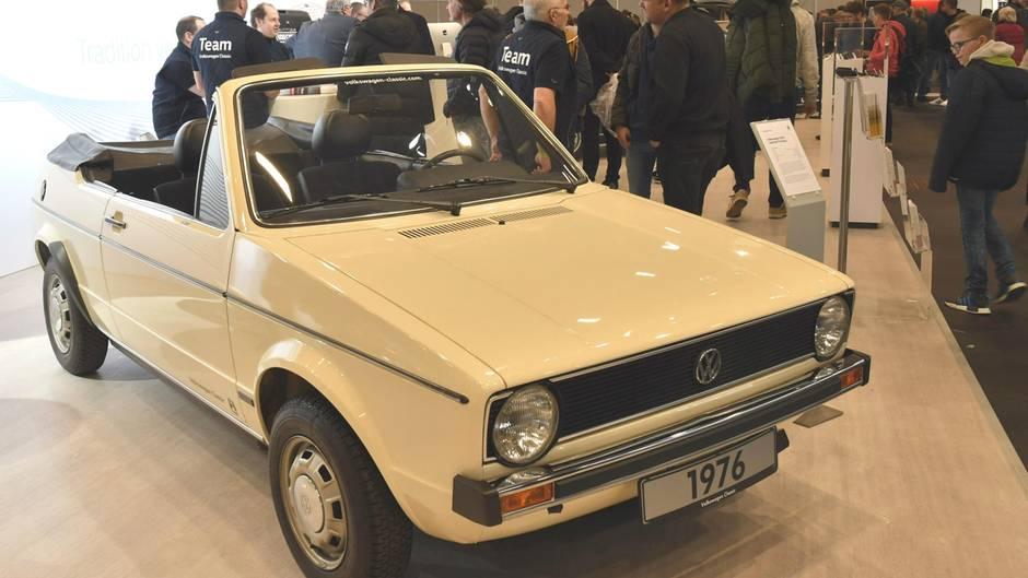 Volkswagen Golf I Cabriolet Prototyp Baujahr 1976 in Atlasweiß . 75 PS, 1588 ccm, Höchstgeschwindigkeit 162 km/h. Der Prototyp hat noch keinen Überrollbügel. Ab dem 14. Februar 1979 wurde das Cabrio dann in Gemeinschaftsentwicklung von Volkswagen und Karmann in Osnabrück hergestellt.