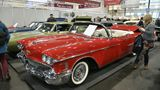 """1958 Cadillac Serie 62 Convertible in """"Dakota Red"""" mit rotem und weißem Leder ausgestatte. Dazu kommt das Black-Canvas-Convertible-Power-Top und ein 4-Gang-Automatik-Getriebe. Der Kaufpreis beträgt 109.900 Euro."""