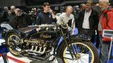"""Indian ACE, Baujahr 1928, 32 PS, Vierzylindermotor ,1265 ccm, 180 kg,125 km/h.Die Maschine trägt das """"echte"""" Indian rot sowie die typische Blattfedergabel, kleineren Rädern und eine Vorderradbremse."""
