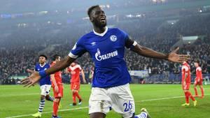 Salif Sane von Schalke bejubelt das 4:1 gegen Düsseldorf