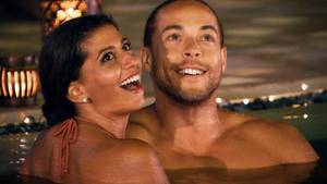 """Der Bachelor, die TV-Kritik: """"Arsch an Geschlechtsteil. Macht einen natürlich nicht so happy."""""""