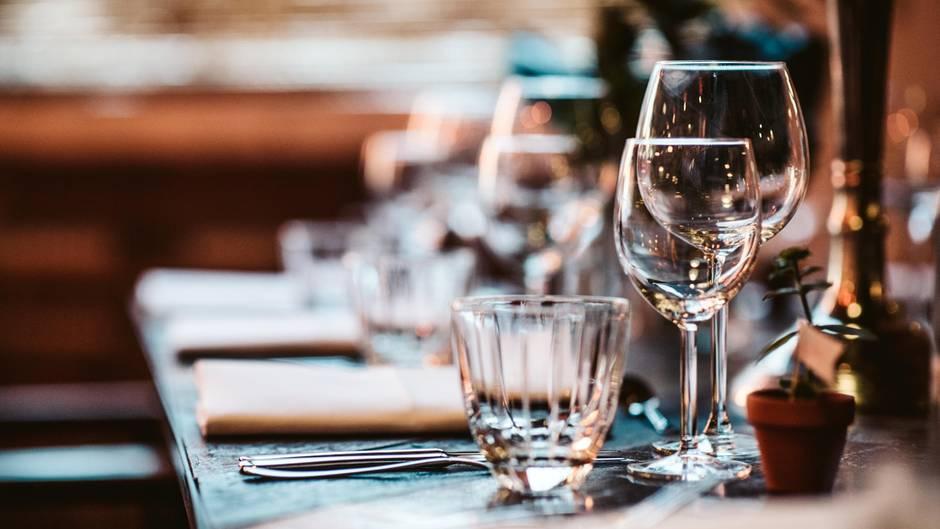 restaurants das problem der gastronomen wenn tische leer. Black Bedroom Furniture Sets. Home Design Ideas