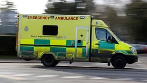 In England kam ein Krankenwagen erst sieben Stunden nach dem Notruf bei einer Patientin an (Symbolbild)