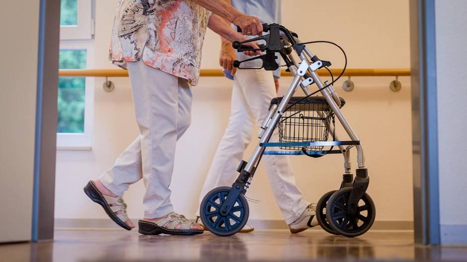 pflegeheim kosten wenn man im alter zum sozialfall wird. Black Bedroom Furniture Sets. Home Design Ideas