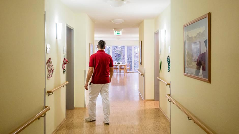 Der MedizinischeDienstder Krankenkassen überprüft die Situation in deutschen Pflegeheimen