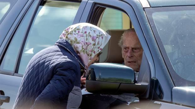 Prinz Philip gibt Führerschein ab
