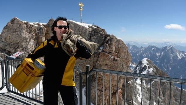 Zugspitze: Wie kommt die Post eigentlich auf Deutschlands höchsten Berg?