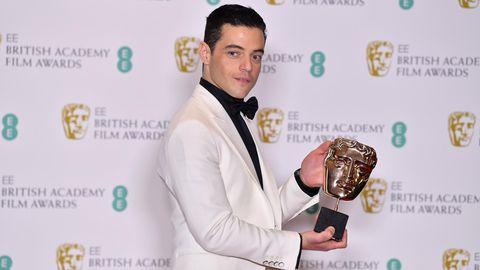 """Rami Malek mit seinem Bafta-Award für seine Rolle in """"Bohemian Rhapsody"""""""