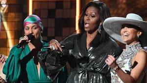 Michelle Obama (m.) mit Alicia Keys (l.) und Jennifer Lopez bei den Grammys