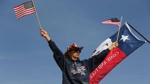 Ein Anhänger von Donald Trump in Sunland Park an der Grenze zu Mexiko