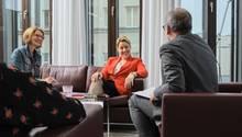 Franziska Giffey mit Anke Willers und Oliver Steinbach