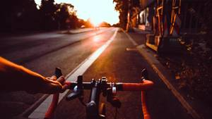 Im Verkehr dürfen sich Radfahrer eine ganze Menge erlauben, so sagt es die Straßenverkehrsordnung. Auch wenn manche Autofahrer das partout nicht einsehen wollen.  Lesen Sie:  Für Autofahrer kaum zu glauben: Das dürfen Radfahrer alles im Verkehr