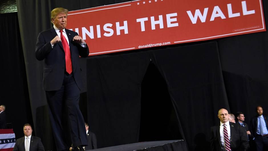 US-Präsident : Peinlicher Fehler in El Paso: Trump überschätzt Zahl der Zuschauer um Zehntausende