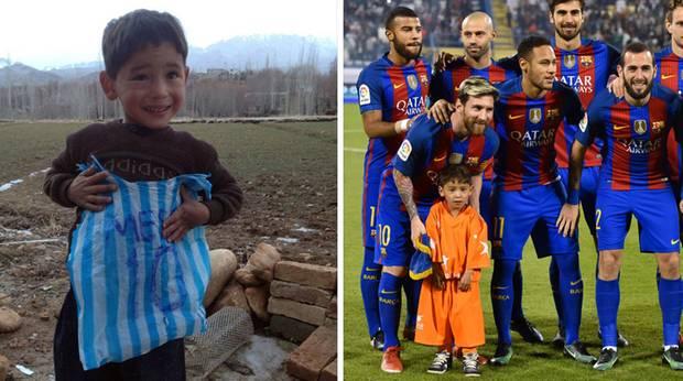 Murtasa Ahmadi mit Plastiktüten-Trikot und mit Lionel Messi