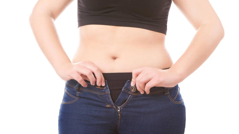 Gehen schlank den fetalen Bauch hinunter