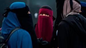 Die Kieler Universität verbietet das Verhüllen des Gesichts etwa mit einer Nikab, wie sie manche Musliminnen tragen.