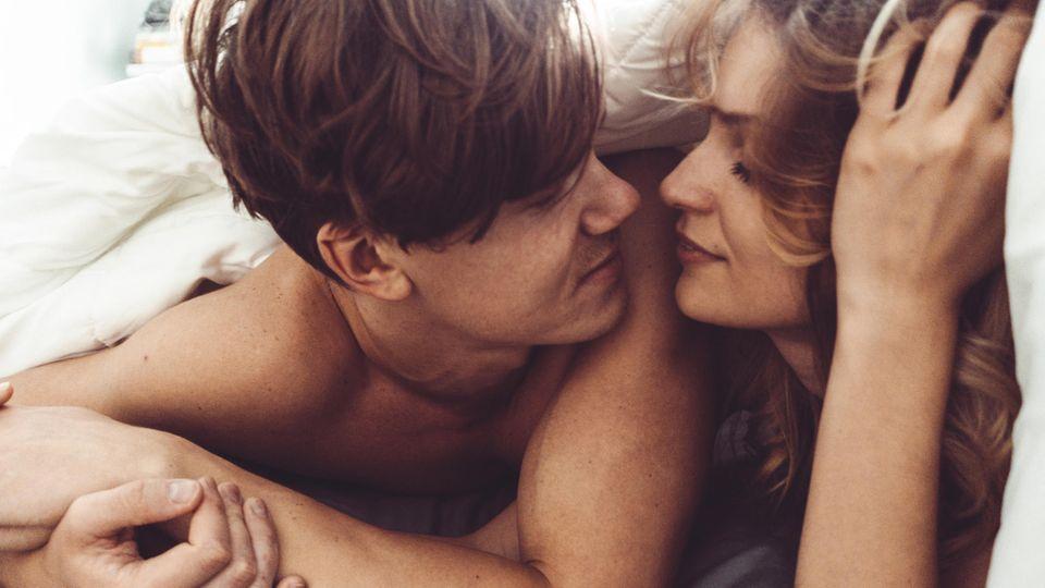 Bei jungen Erwachsenen hat Sex oft viel mit Leistung und sehr wenig mit Lust zu tun. Wie können wir das ändern?