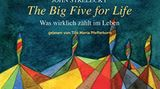 """John Strelecky  The Big Five for Life – Was wirklich zählt im Leben  Wenn man weiß, warum man etwas tut, ist das die Voraussetzung für Motivation und Lebensfreude – das ist die Idee hinter John Streleckys Konzept """"The Big Five for Life"""". Jeder sollte seinen individuellen Zweck der Existenz finden und seine großen Ziele im Leben definieren, auf die er hinarbeitet. Strelecky schmiss mit Anfang Dreißig seinen Beraterjob hin und reiste um die Welt. Danach schrieb er mehrere Bestseller zur Selbstfindung. Das Bucherzählt die fiktive Geschichte des Geschäftmannes Thomas, der seine Big Five schon lebt. Auch wenn die Story recht simpel ist, inspiriert die Idee dahinter. Reinhören und die eigenen Ziele hinterfragen!The Big Five for Life findest du hier bei Audible"""