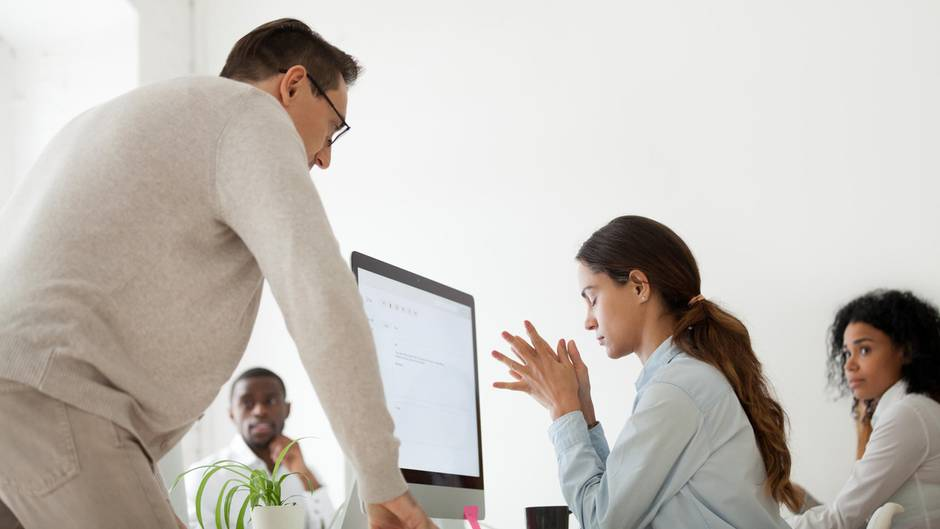 Mitarbeitern kündigen zu müssen ist nicht leicht. Ein Manager hat versucht, für alle so angenehm wie möglich zu machen.