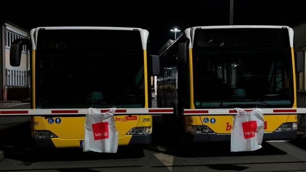 Busse, Straßen- und U-Bahnen in Berlin bleiben vorerst größtenteils in den Depots