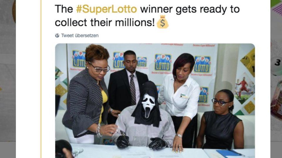 """Lottogewinner mit """"Scream""""-Maske"""