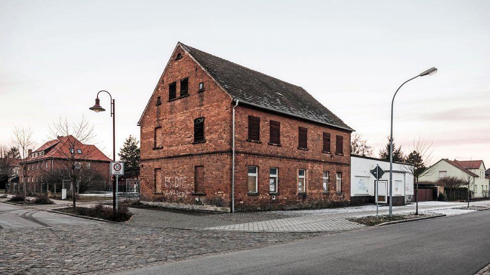 Verfallene Werte: Der Tagebau hat Folgen für die Stadt. Viele Häuser stehen leer