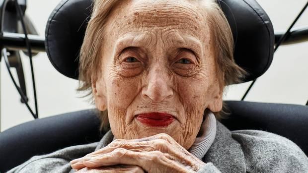 Liselotte Dommach, 96, klagt nicht - aber ob sie sich wohlfühlt?