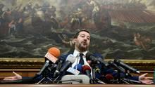 Salvini im November, als er bei einer Pressekonferenz im Parlament die Ablehnung des UN-Migrationspakts verkündete