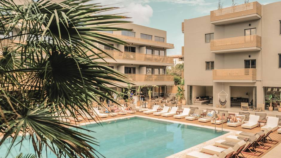 148 Zimmer und Appartments: Das erste Cook's Club Hotel mit Rage Room gruppiert sich um einen Pool inHersonissos auf Kreta