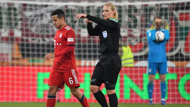 Bibiana Steinhaus pfiff das Bundesligaspiel zwischen dem FC Augsburg und dem FC Bayern