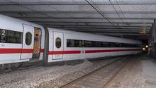 Ein Wagen des entgleisten ICEin Basel am Montagmorgen,