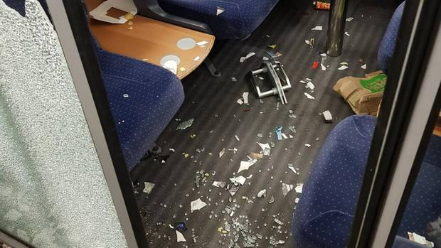 Verwüstetes ICE-Abteil News aus Hamburg